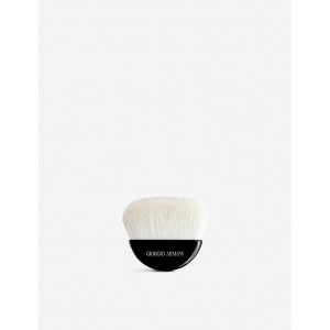 Кисть Armani Beauty Armani sculpting powder brush